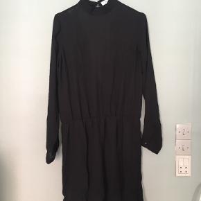 Envii kjole med dyb ryg 🌼 Str. S   Er brugt 1 gang.