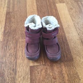 5639e67b0e5 Fin vinterstøvler brugt en sæson ingen tydelige slidmærker. Kan sagtens  bruges i en sæson mere