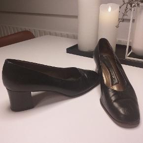 Klassiske Peter Kaiser sko med ca 5-6 cm hæl