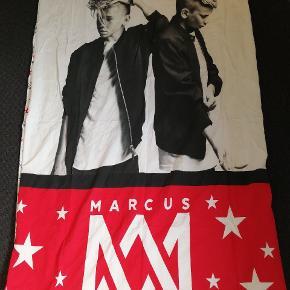 Originalt Sengetøj Marcus og Martinus. Købt på deres fan hjemmeside. Passer voksendyne.