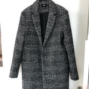 Rigtigt fin jakke. Fejler intet og har ikke været brugt særlig meget