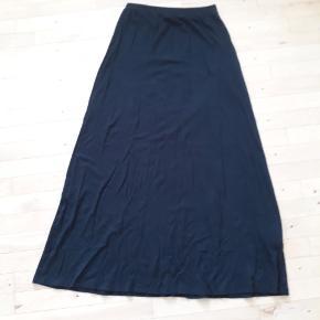 Flot maxi nederdel fra zalando i bomulds-lignende stof. Brugt få gange og derfor i god stand! 🌸