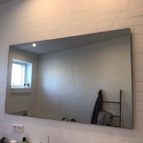 Har 2 væghængte spejle, måler 70*120. Prisen er pr. stk.