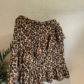 Top og nederdel , sælges samlet som sæt