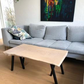 Sofabord i massiv hvidolieret egeplanke. Mindstepris 3750,- Bud modtages