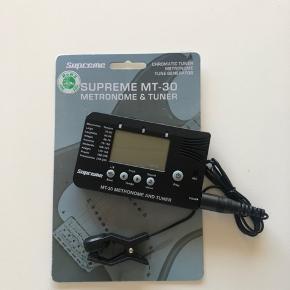 Supreme M-30 Metronome og tuner. Kun åbnet, har ellers bare været i skabet. Den skal bruge batterier.  Den skulle være meget nem at bruge.  Skal bare kobles på guitarens hovede.