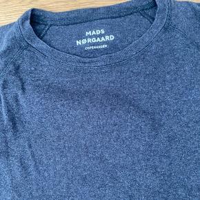 Vasket mange gange men stadig cool. Fandt mikrohul (se billede). Se også andre sweatshirts til salg...