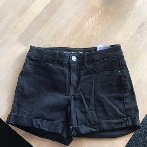 Sælger disse shorts der knap er brugt, sælger dem da de lige er til den lille side til mig.  GIVER MÆNGDERABAT, SÅ TJEK MIN ANDRE ANNONCER!!  #30dayssellout