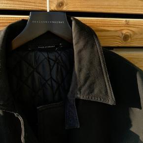 Flot frakke fra Tiger of Sweden i 100% bomuld. Style: York.