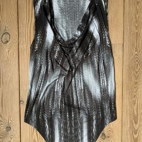 Smuk Helmuth Lang top med print i perfekt stand.