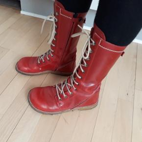 6a18f6e6b6c 2 par velholdte angulus støvler str 36De sølv farvede brugte men pæne 400  De røde brugt
