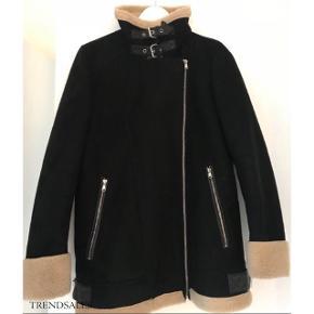 Overgangsjakke fra Zara sælges. Har brugt jakken en del, men ingen tydelige tegn på slid. Skriv gerne for billeder med jakken på