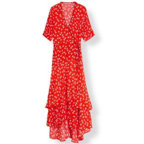 Flot slåom kjole fra Ganni, stadig med tag. Kom med bud:-)