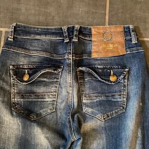 Bukserne er str 27