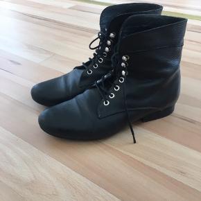 Støvler / støvletter med snørebånd