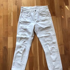 Nye hvide hullede bukser