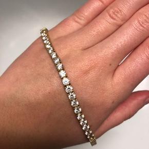 Henrik Ørsnes armbånd i forgyldt sølv med zikonia sten. 18,5 cm lang + ekstra led på 1 cm, som kan påsættes hos guldsmed.   Unisex - både til kvinder og mænd