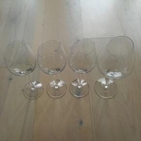 NYPRIS FLYTTESALG!! 🙋🏼 Eva Solo vinglas. 3 x Sauvingnon Blanc 1 x Bourgogne  Styk. Nypris Sauvingnon Blanc  = 190kr Styk. Nypris Bourgogne = 185kr Din samlet pris = 295kr
