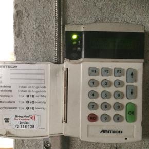Alarm med to censorer og to følere, ideelt til mindre bygning. Kører på abonnement ved sikring nord