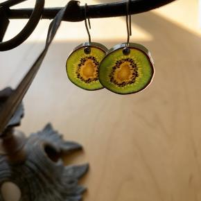 Kiwi-øreringe 🥝   Ps Jeg bytter gerne, hvis du har noget spændende 🕵🏻♀️