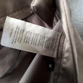 skønne bukser med stræk i stoffet, str 36 livvidde 38 x 2  brugt en gang :)  forsendelse 38 kr med dao pålægges køber