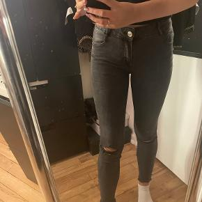 FB sisters jeans