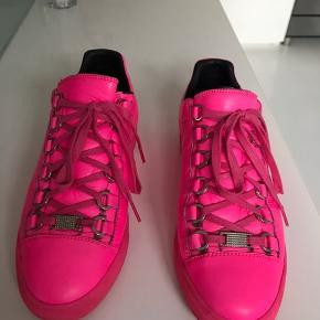 Pink læder sneaks, brugt men i flot stand  Førpris 3200kr