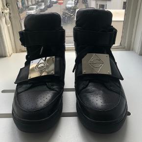 Asger Juel Larsen støvler