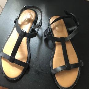 Super fin og ubrugt sandal med bløde indersåler str 38 fra Clarks Prisidé 300kr, men bud modtages 😊