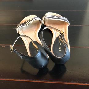 Fine sandaler med ankelrem, kun brugt få gange da de er lidt for store. Str 38 125kr