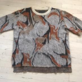 Super fin strik i uld. Næsten ikke brugt og uden huller eller synlig slid. Kan ses/prøves på østerbro.