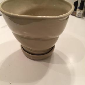 Varetype: Andet Størrelse: 14 cm h Farve: Sand