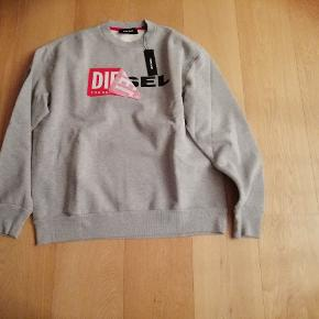 Lækker Sweatshirt aldrig brugt, str M.  Butikspris 1000 Sælges for 300 pp