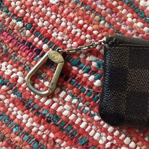 Den helt klassiske nøglepung. Jeg har brugt den til småpenge. Fejler ingenting ✌🏼