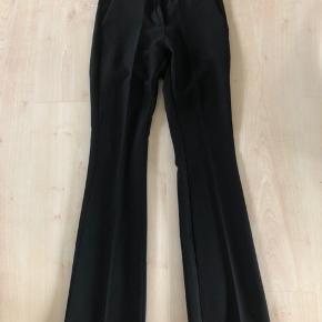 Bukserne er i str S, men passer størrelse XS