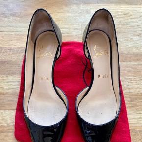 Fine louboutin stilletter i str 37.  Hælen er ca 4,5 cm - en kitten heel. Kan afhentes på Frederiksberg C eller sendes med DAO. Har netop købt dem her på TS, men vil gerne have et par stilletter i CL, hvor hælen er et par cm højere.