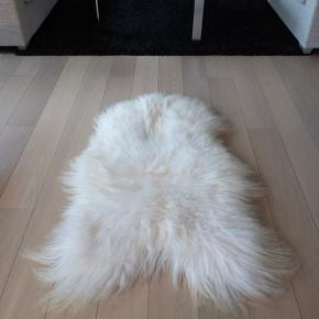 Ægte hvidt islandsk lammeskind 115 x 75 cm direkte fra garveri