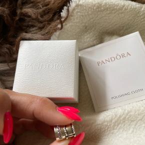 Pandora vedhæng & led