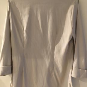 Lækker silke bluse. Nypris 1200,-