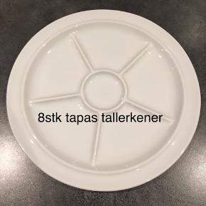 Tapas portion anretninger  8 stk fra bing og Grøndahl / Royal Copenhagen  Prisen er for alle  Kan sendes på købers regning eller afhentes i Hinnerup, Århus N eller Skanderborg N