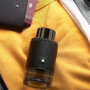 """Herreparfume, Explorer Eau de Parfum 100 ml, MONTBLANC  MONTBLANC """"Explorer Eau de Parfum"""" 100 ml. Købspris 640kr. Kun lige testet. I original æske.  Fantastisk duft der en stærk konkurrent til Aventus fra Creed.  """"Montblanc Explorer er en træ- og læder-aromatisk duft med noter af bergamotte fra Sicilien, der giver en afslappet, frisk elegance, samt vetiver fra Haiti, der tilfører duften maskulinitet og karisma."""""""