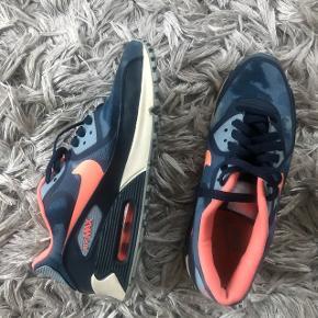 Sneakers sko Nike air max Nike sko Condition 9/10 Special edition Np 1200kr Str 40 (25,5cm)   Søgeord: Celine, Christian Louboutin, Stella McCartney, Gucci, Chanel, Balenciaga, Calvin Klein, Acne, wood wood, DAY, 2 Day, Zara, Designers remix, Giuseppe Zanotti, Tiger of Sweeden, Alexander Wang, IRO, Nike   🙋🏼♀️ Se også mine andre annoncer og følg mig✔️