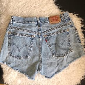 Levis shorts, fitter en small❤️