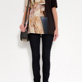 fin Acne Bijou Merc Runway Print t-shirt