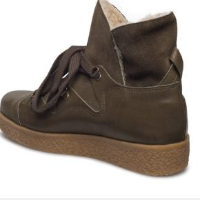 Lækre GANNI Masha vinter støvler med varmt for. Str 38. Bruger dem ikke, derfor stort set som nye. Kommer i original æske.