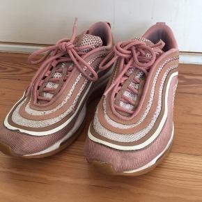Nike sko  Brugt men stadig i fin stand