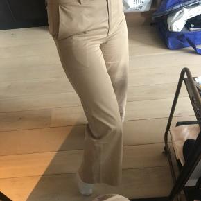 Bukser, Aldrig brugt. Solrød Strand - Smukke bukser fra JUST i str Small. Aldrig brugt. Sidder super flot.. Bukser, Solrød Strand. Aldrig brugt, Er måske blevet prøvet på men aldrig brugt. Ren men ikke vasket. Ingen mærker eller skader