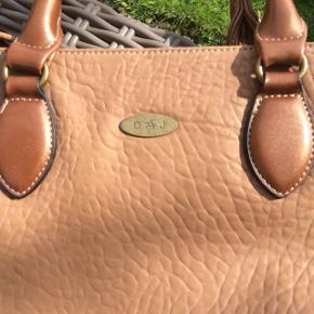 Tasken er ny og ubrugt - af mærket David Jones