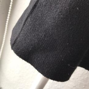 Nederdel i strik materiale. A-formet.