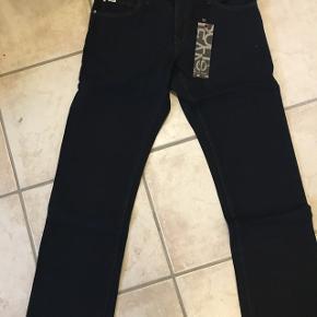 Super fede jeans i model Goodwin, farve 9010 Dark. Stadig med mærke :)
